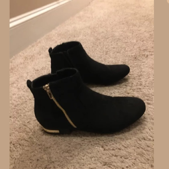 Boohoo Womens Gold Accent Flat Booties